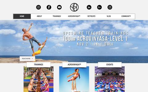 Screenshot of Home Page yogabeyond.com - YogaBeyond | ACROVINYASA™ | Yoga Teacher Trainings - captured July 27, 2018