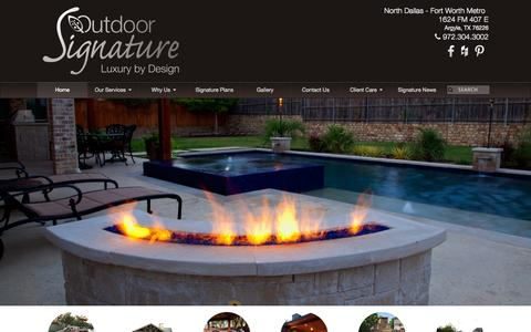 Screenshot of Home Page outdoorsignature.com - Outdoor Signature | Pools, Spas and Outdoor Living - captured Aug. 12, 2015