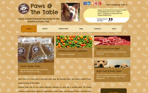 Screenshot of Home Page pawsatthetable.com - Paws @ The Table - captured Jan. 26, 2016