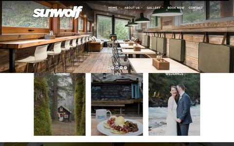 Screenshot of Home Page sunwolf.net - Squamish Accommodation, Whitewater Rafting & Eagle Viewing Tours - Riverside Cabins, Whitewater Rafting, Eagle Viewing Tours & Fergie's Cafe - captured Sept. 21, 2018