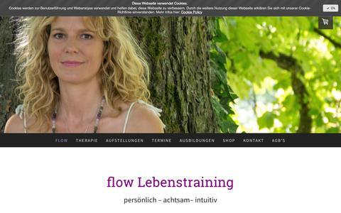 Screenshot of Home Page flow-lebenstraining.ch - Familienstellen, Reiki, Traumatherapie in Bern - flow Lebenstraining - captured June 27, 2018