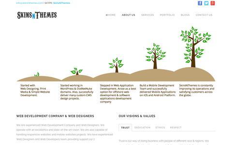 Screenshot of About Page skinsnthemes.com - Web Development Company | Web Designer | About Us - captured Jan. 12, 2016