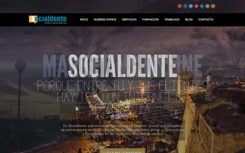 Screenshot of Home Page socialdente.com - Cursos Internet & Online Marketing, Estrategia Digital y Social Media - captured Feb. 13, 2016