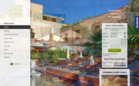 Screenshot of Home Page lubracasarelax.it - Lubra Casa Relax Hotel - captured July 24, 2015