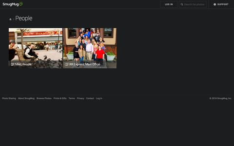 Screenshot of Team Page durmaxphoto.com - People - durmaxphoto - captured Oct. 19, 2018