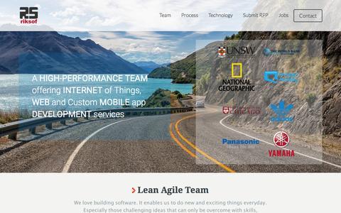 Screenshot of Home Page riksof.com - Web & Mobile Application Development Services | Custom Mobile App Development Services - captured Jan. 12, 2016