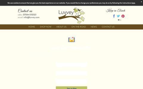Screenshot of Signup Page luvvey.com - Luvvey.com/ Italian Made Knitwear - captured Nov. 16, 2016